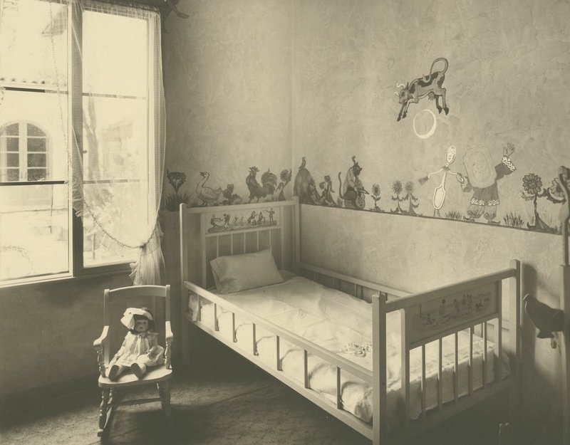 Children's slumber room, Ives and Warren Mortuary, Pasadena, Calif, 1929